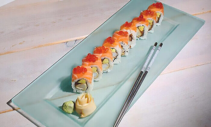 3 מסעדת Umami בשוק הכרמל - מגשי סושי עם 64, 96 או 104 יחידות