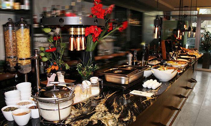 4 ארוחת בוקר במלון Ultra, תל אביב