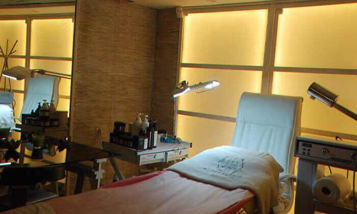 3 מרכז הרמוניה לאסתטיקה ויופי בכפר סבא - טיפול פנים קלאסי או אנטי אייג'ינג