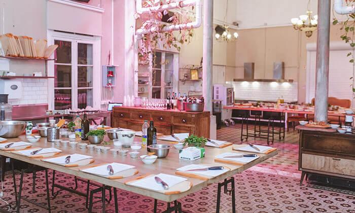 4 מבשלים חוויה ביפו - ערב הכולל בשר, אלכוהול וסדנת נתח קצבים
