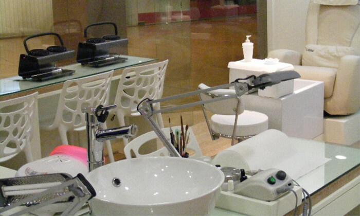 4 Pure White Cosmetic בדיזנגוף סנטר - מבחר טיפולי פנים