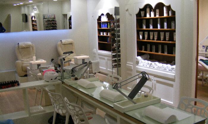 3 Pure White Cosmetic בדיזנגוף סנטר - מבחר טיפולי פנים