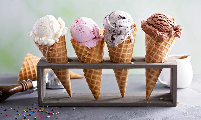 5 בית הקפה קפוצ'ינה ברחובות - חצי קילו/קילו גלידה בטעמים לבחירה