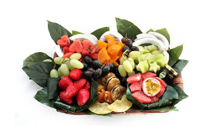 3 סלסלות ומגשי פירות, פרי היופי