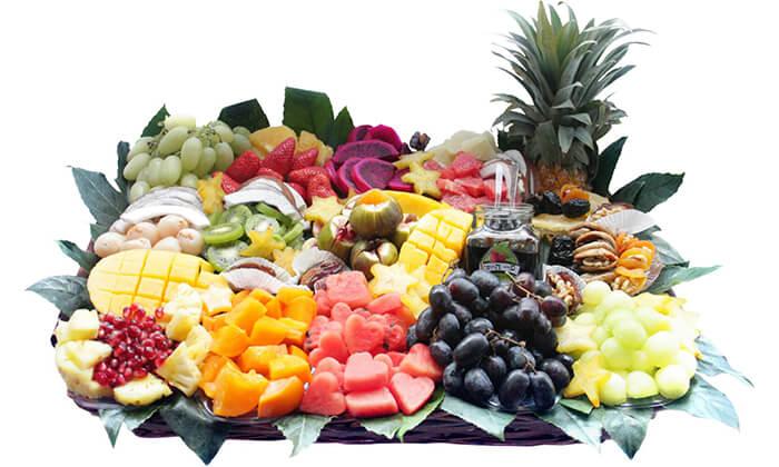 2 סלסלות ומגשי פירות, פרי היופי