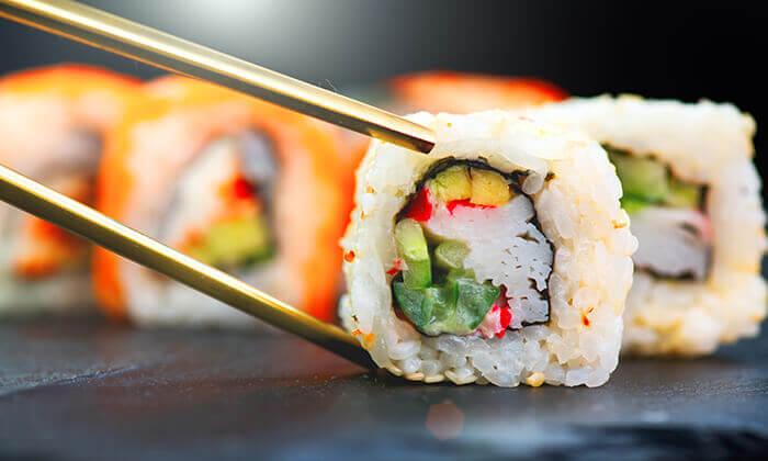 3 מסעדת נגיסה הכשרה בכיכר המדינה - ארוחה זוגית עם סושי בלי הגבלה