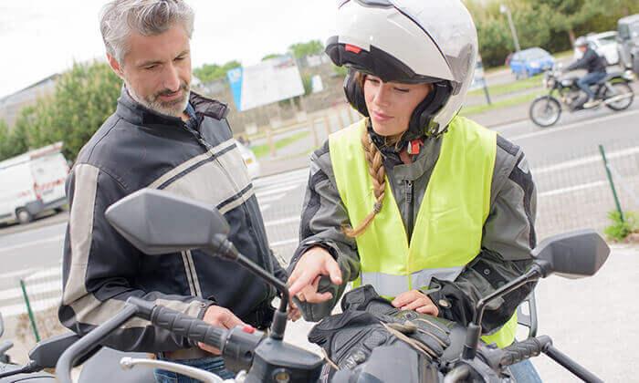 2 בית הספר לנהיגה גלעד בחניון גני יהושע - 4 שיעורי נהיגה וטסט על קטנוע