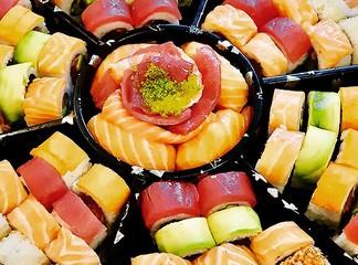 מגש סושי במסעדת NUCHI