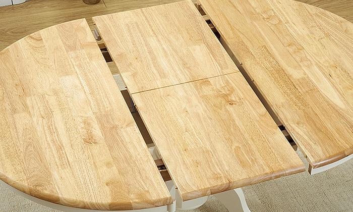 5 שמרת הזורע: פינת אוכל כוללת שולחן עגול ו-4 כיסאות