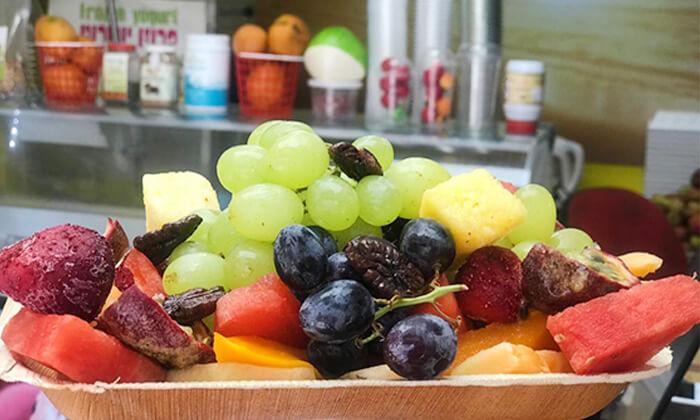 5 מגש פירות, מיצי בוגרשוב