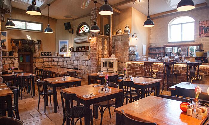 11 מסעדת מקום בלב, רעננה