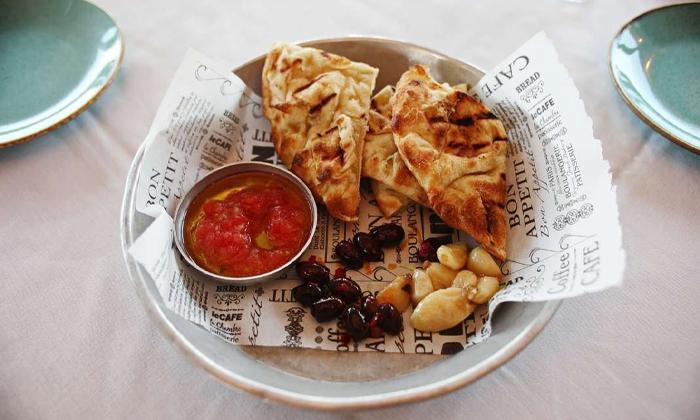 15 מסעדת לימאני ביסטרו, נמל קיסריה