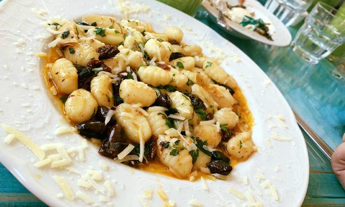 12 מסעדת לימאני ביסטרו, נמל קיסריה