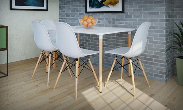 12 שולחן אוכל וארבעה כיסאות