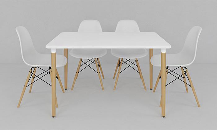 10 שולחן אוכל וארבעה כיסאות