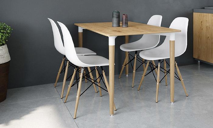 9 שולחן אוכל וארבעה כיסאות