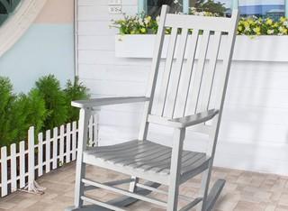 כיסא נדנדה מעץ