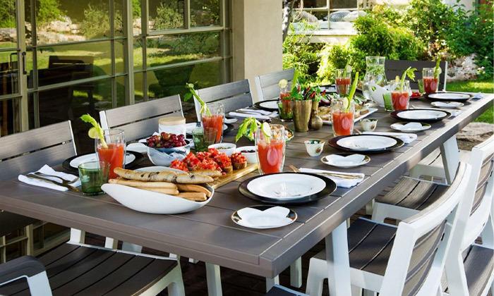 4 פינת אוכל נפתחת לחצר של כתר