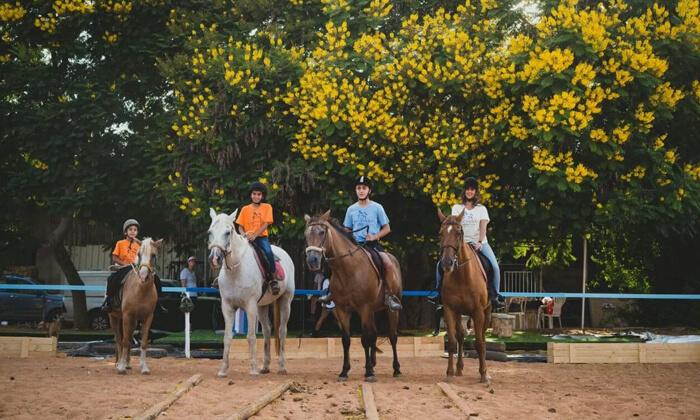 4 טיול רכיבה על סוסים, מועדון רכיבה עין ורד