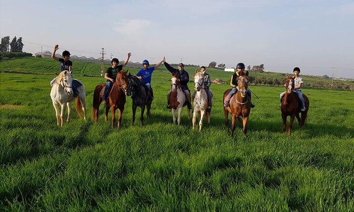 2 טיול רכיבה על סוסים, מועדון רכיבה עין ורד