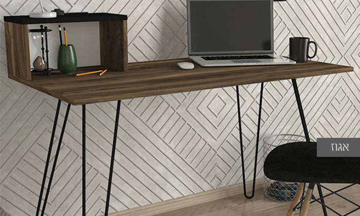 3 שולחן כתיבה הניצב על רגלי סיכה