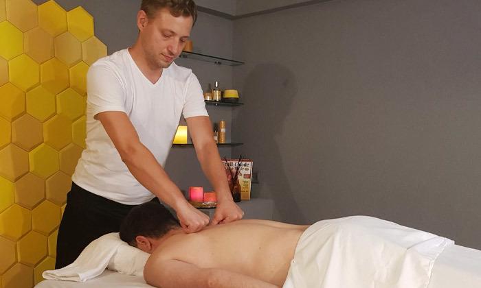 4 מבחר עיסויים מקצועיים בקליניקת Bee Therapy, תל אביב