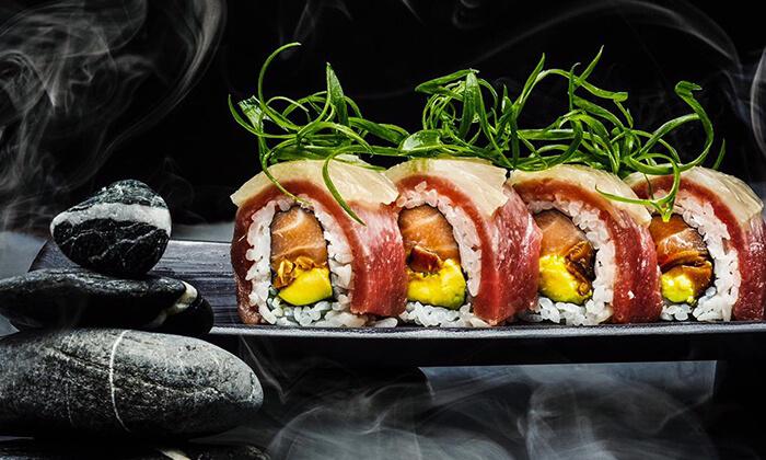11 מגש סושי מסיבה ממסעדת NUCHI, כיכר המדינה