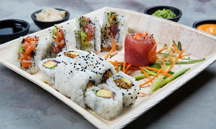 9 מגש סושי מסיבה ממסעדת NUCHI, כיכר המדינה