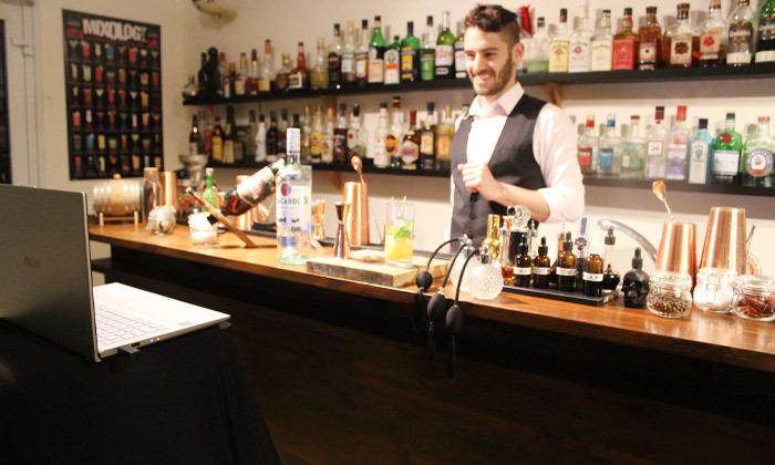 4 סדנת קוקטיילים LIVE בהנחית המומחים של Mixta Cocktails