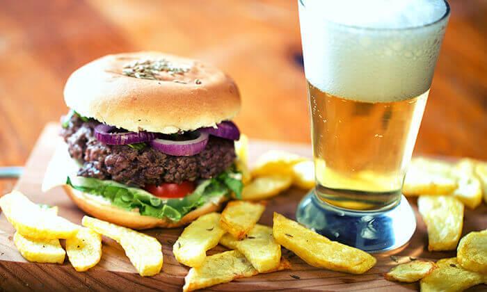 2 המבורגר כשר ב-T.A ממסעדת שישקבב, חיפה