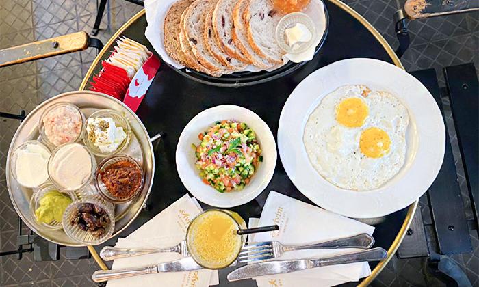 4 ארוחת בוקר זוגית בקפה אביבים Avivim Bakery & Cafe, רמת אביב