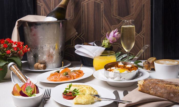 2 ארוחת בוקר מפנקת במלון הבוטיק David Tower נתניה