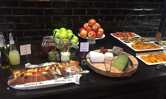 3 ארוחת בוקר מפנקת במלון הבוטיק David Tower נתניה