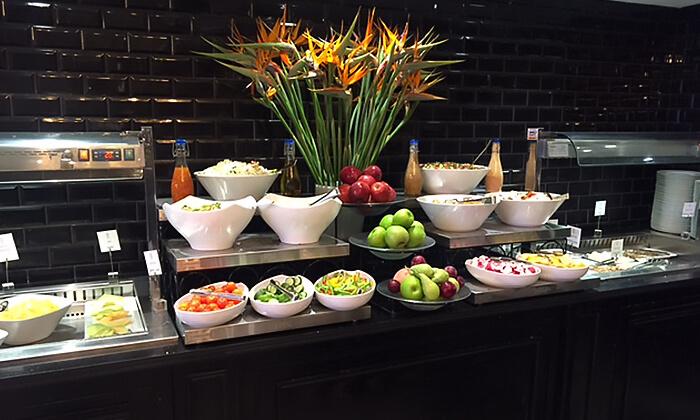 4 ארוחת בוקר מפנקת במלון הבוטיק David Tower נתניה