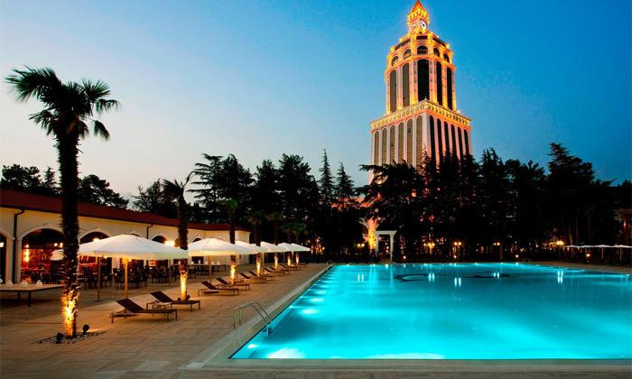 14 3/4 לילות בבטומי: מלון 5 כוכבים מול הים