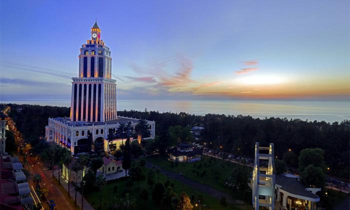 6 3/4 לילות בבטומי: מלון 5 כוכבים מול הים