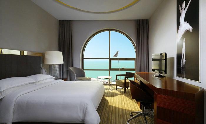 7 3/4 לילות בבטומי: מלון 5 כוכבים מול הים