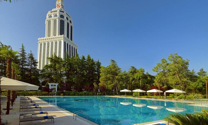 2 3/4 לילות בבטומי: מלון 5 כוכבים מול הים