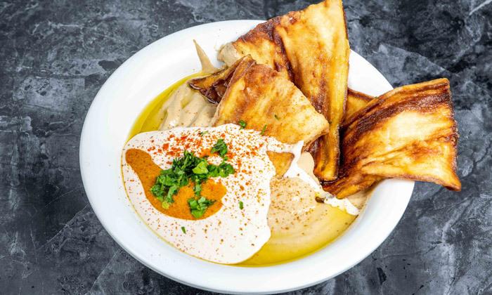 """7 ארוחת חומוס עם מילוי חוזר ללא הגבלה במסעדת חומוס ברכויה, ת""""א"""