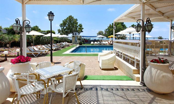 3 חופשה בספטמבר-אוקטובר מול הים במלון העונות, נתניה
