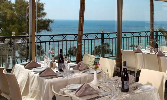 4 חופשה בספטמבר-אוקטובר מול הים במלון העונות, נתניה