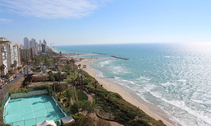 2 חופשה בספטמבר-אוקטובר מול הים במלון העונות, נתניה