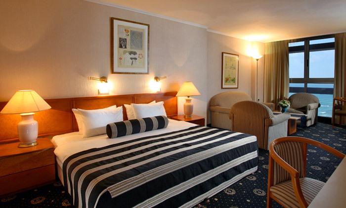 6 חופשה בספטמבר-אוקטובר מול הים במלון העונות, נתניה