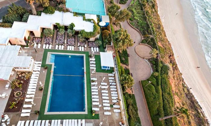 12 חופשה בספטמבר-אוקטובר מול הים במלון העונות, נתניה